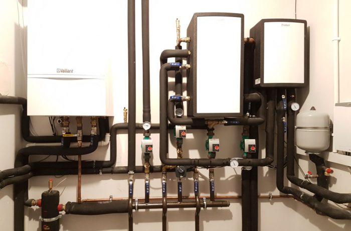 Kotłownia hybrydowa Vaillant (kocioł gazowy + pompa ciepła powietrze-woda)