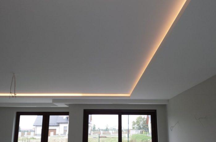 Sufit podwieszany z oświetleniem LED