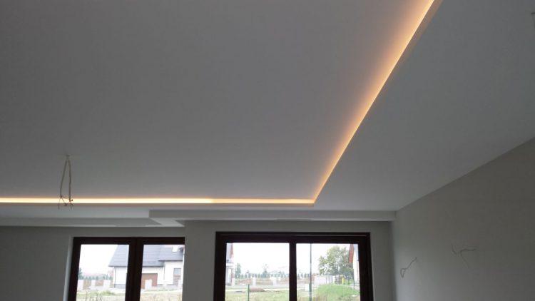Sufit podwieszany zoświetleniem LED
